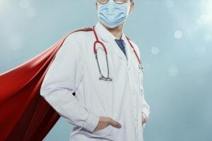Héroïser les soignants pour dépolitiser les colères